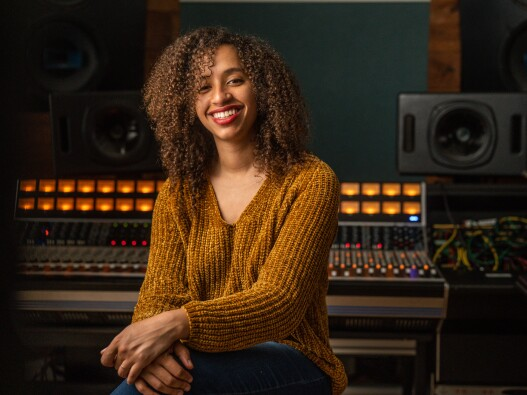 portrait of musician jackie venson in a studio