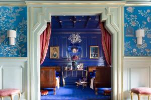 Colbalt blue bedroom design trend